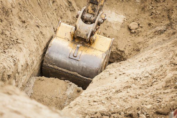 ковш экскаватора в песке